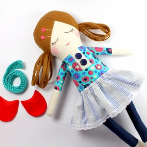 Lány Baba Rongybaba Játékbaba  Textiljáték Lili Oltöztetős Baba, Játék & Gyerek, Baba, Baba & babaház, Lili egy öltöztetős lány baba aki kedves barát lesz vagy vidám útitárs. Kis szoknyája pamut csipkéve..., Meska