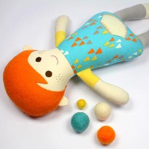 Kisfiú Baba,  Játékbaba, Textilbaba, Rongybaba, Textil Játék- Kék Piros Csíkos Döme, Gyerek & játék, Játék, Baba játék, Baba, babaház, Plüssállat, rongyjáték, Újrahasznosított alapanyagból készült termékek, Varrás, Döme baba 100% termeszetes eredetű alapanyagokból készült. \n\nEz a csibész kisfiú  baba kedves barát ..., Meska