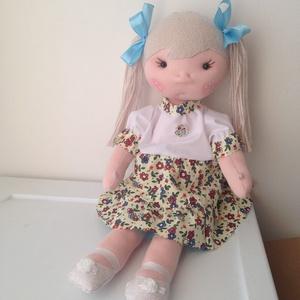 Csepke öltöztetős baba, Játék & Gyerek, Baba & babaház, Öltöztethető baba, 40 cm magas, könnyen öltöztethető babácska. A teste pamut dzsörzém tömve kártolt műszállal van. Szem..., Meska