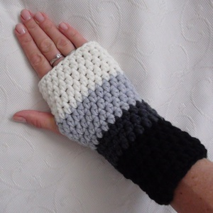 Gyapjú kézmelegítők, több színben, Táska, Divat & Szépség, Ruha, divat, Sál, sapka, kesztyű, Kesztyű, Horgolás, Ezek a kézzel horgolt gyapjúfonalból készült kézmelegítők jóbarátaink a téli hideg elleni küzdelembe..., Meska