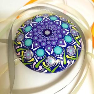 Türkiz-kék mandalakő, Otthon & lakás, Dekoráció, Lakberendezés, Asztaldísz, Festett tárgyak, Festészet, Ez a mandalakő hobbibetonból készült, laposgömb alakú, 8 cm átmérőjű és egyedi mandala mintával rend..., Meska
