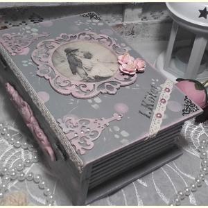 romantikus rózsás könyvdoboz, Otthon & lakás, Dekoráció, Ünnepi dekoráció, Gyerek & játék, Gyerekszoba, Tárolóeszköz - gyerekszobába, Lakberendezés, Tárolóeszköz, Doboz, Decoupage, transzfer és szalvétatechnika, Festett tárgyak, A doboz alapanyaga, fa. Mérete: 20 x 04 x 7 cm. Több soron lakkozott, a  dobozon lévő kép, 3Dlakkal ..., Meska