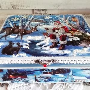 Mikulás és az erdei állatok, Otthon & Lakás, Karácsony & Mikulás, Karácsonyi dekoráció, Decoupage, transzfer és szalvétatechnika, Festett tárgyak, A doboz alapanyaga: fa, mérete: 21 x16 x 8 cm. Több soron lakkozott, 3D hatása a pasztáknak  a díszí..., Meska