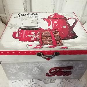 jeges-teás doboz, Karácsony & Mikulás, Karácsonyi képeslap, Alapanyaga:  fa Mérete: 16 x 14 x 8 cm. Több soron lakkozott, Meska