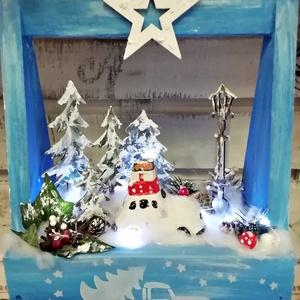 világítós , kisautós , különleges asztaldísz, Karácsony & Mikulás, Karácsonyi dekoráció, Különleges, fa alapanyagú, világítós asztaldísz, melynek világítását 10 ledes izzósor adja, mely 2 d..., Meska