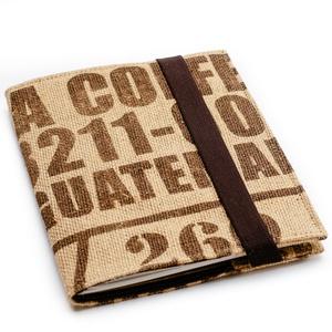 Jegyzetfüzet tartó füzettel, Otthon & Lakás, Papír írószer, Könyv- és füzetborító, Varrás, Jegyzetfüzet tartó jutából, kávészsák ihlette mintával, újrahasznosított jegyzetfüzettel. \nA jutából..., Meska