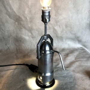 Kávéfőzőből készült egyedi asztali lámpa 2., Asztali lámpa, Lámpa, Otthon & Lakás, Mindenmás, Eladó a képeken látható, egyedi, kávéfőzőből készült asztali lámpa, kettő darab, külön kapcsolható r..., Meska