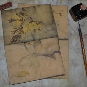 Eco print technikával készült borítékok , Képeslap & Levélpapír, Papír írószer, Otthon & Lakás, Papírművészet, A papír mintázatát ecoprint technikával készítettem. Az ecoprint, vagyis a növényekkel való nyomatké..., Meska