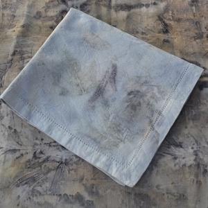 Eco print technikával készült damaszt asztalközép (Pulsar) - Meska.hu
