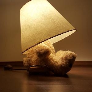 Maci lámpa, Otthon, lakberendezés, Képzőművészet, Lámpa, Hangulatlámpa, Bőrművesség, Mindenmás, Szép nagy plüssmaci bizonyos testrészeinek felhasználásával készült lámpa.  Nem használt maciból ké..., Meska