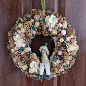 Tavaszváró kopogtató, Otthon & Lakás, Dekoráció, Ajtódísz & Kopogtató, Virágkötés, Mindenmás, Natúr es halványsárga színű kopogtató, melyet egy erdei tündér tesz különlegessé. Hortenzia virágok,..., Meska