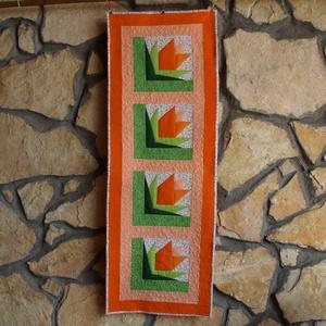 Tulipán Kert Terítő (Patchwork és Tűzés), Otthon & lakás, Lakberendezés, Lakástextil, Terítő, Varrás, Ez a terítő egy tulipán kertet idéz, a narancs, barack és zöld színek vidám hangulatot keltenek és b..., Meska
