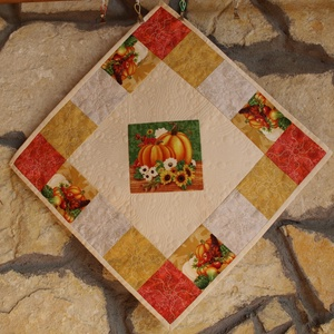 Őszi Rulett Terítő (Patchwork és Tűzés), Otthon & Lakás, Konyhafelszerelés, Terítő, Varrás, Különleges elrendezés, különleges színek együttese jellemzi ezt a négyzet alakú terítőt. Modern kial..., Meska