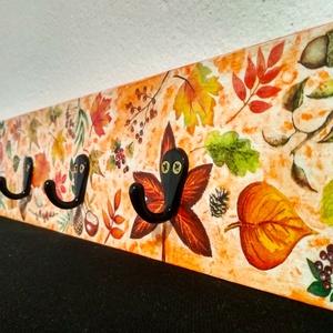 Leveles és gombás fogas - őszi színekben, Otthon & Lakás, Tárolás & Rendszerezés, Fali tároló, Festészet, Decoupage, transzfer és szalvétatechnika, Fenyő alapra készült fogas, melyet színes levelekkel, termésekkel és egy nagy gombás képpel díszítet..., Meska