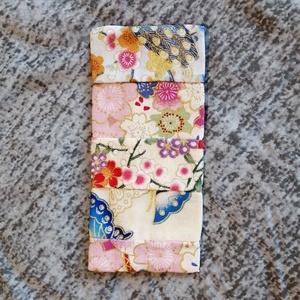 Kínai patch zsebkendőtartó, Szépségápolás, Egészségmegőrzés, Varrás, Kínai mintás vászon anyagokból kézzel varrott zsebkendőtartó.\nEgy adag 10 db-os papírzsebkendő csoma..., Meska