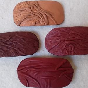 Hajcsat bőrből, Egyéb, Ékszer, Bőrművesség, Bőrből, francia csat alapra készült.\nMérete: 9,5 cm X 4,5 cm.\nA csat alap: 6 cm.\nVálasztható színek:..., Meska