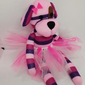 Rebeka kutya , Gyerek & játék, Játék, Baba játék, Játékfigura, Plüssállat, rongyjáték, Varrás, Baba-és bábkészítés, Rebeka kutya\nTermék információk:\n100% pamutzokniból készült\nPoliészter tömőanyaggal bélelt\nSzeme, or..., Meska