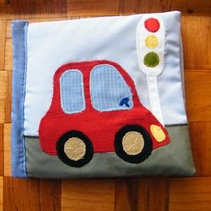 Textilkönyv járművekkel, Gyerek & játék, Játék, Plüssállat, rongyjáték, Hímzés, Varrás, Applikációs technikával varrt babakönyv. Lapjain közlekedési eszközök, járművek képei: autó, mentő, ..., Meska