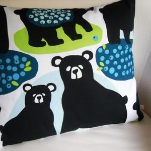 Skandináv medve mintás párnahuzat finn minőségi textilből, Lakberendezés, Otthon & lakás, Lakástextil, Párna, Varrás, Dekoratív skandináv párnahuzat \n\nFantasztikus színek, az alapszín fehér\nA textil eredeti minőségi fi..., Meska