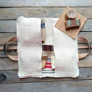 Rusztikus és praktikus csíkos zsákvászon szappan tartó táska utazó táska neszeszer, Szépség(ápolás), Táska, Divat & Szépség, Fürdőszobai kellék, Táska, Varrás, Egyedi és praktikus szappan táska\n\nUtazáshoz kiváló társunk lehet, saját tapasztalataimból dolgoztam..., Meska