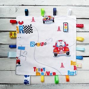 Autó mintás címke rongyi akár névreszóló hímzéssel, Gyerek & játék, Gyerekszoba, Varrás, Autó mintás címke rongyi\n\n16 random, de színben passzoló szalaggal, \nMérete: kb 23x23cm\n100% pamut m..., Meska