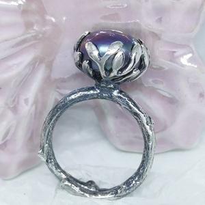 Ezüst gyűrű lila édesvízi Gyöngyös , Ékszer, Gyűrű, Gyöngyös gyűrű, Ékszerkészítés, Egyedi készítésű állítható ujjméretű ezüst gyűrű lila édesvízi gyönygyel. Faág motívumú sínen elágaz..., Meska