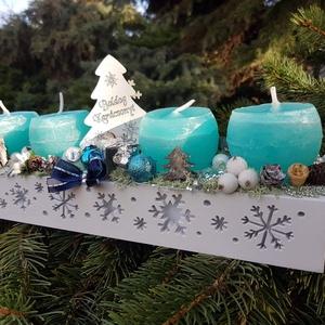 Kék advent, Karácsony, Karácsonyi dekoráció, Otthon & lakás, Dekoráció, Ünnepi dekoráció, Mindenmás, 32x 8,5 cm magassàga, 14 cm a fenyőig mérve. Fa,hópelyhes dobozka. Adventi asztali dìsz kèk -ezüst-f..., Meska