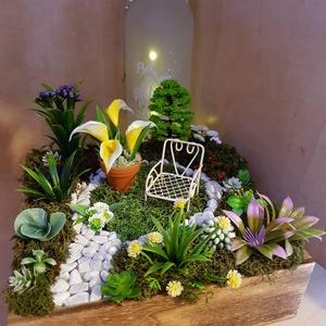 Kis kert, Otthon & lakás, Dekoráció, Képzőművészet, Dísz, Vegyes technika, Lakberendezés, Asztaldísz, Mindenmás, A doboz mèrete 20x20 cm és 15cm magas a legmagasabb növèny mèrete benne .\nAsztali ,vagy komod dekor...., Meska