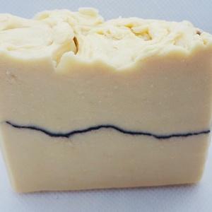 Kecsketejes ápoló szappan ( enyhe narancs illattal), Táska, Divat & Szépség, Szépség(ápolás), Krém, szappan, dezodor, Kecsketejes szappan, Szappankészítés, Kecsketejes ápoló szappant készítettem érzékeny bőrre enyhe narancs illattal!\n\nÖsszetevők:\nDesztillá..., Meska