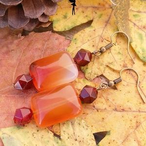Őszi achát kockák fülbevaló, Lógós fülbevaló, Fülbevaló, Ékszer, Ékszerkészítés, Gyöngyfűzés, gyöngyhímzés, Narancssárgás achát kockából és polygon csiszolású színes achátokból készült el ez az őszi fülbevaló..., Meska