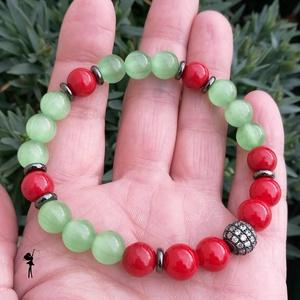 Pipacsmező ásványkarkötő piros jádéból, zöld macskaszemgyöngyökből, fekete cirkónia gömbbel - Meska.hu