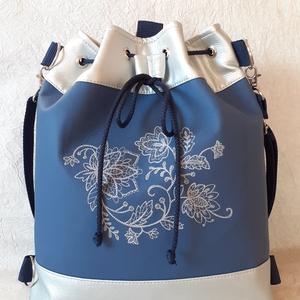 Ezüst/kék textilbőr 3:1 táska, virág mintás gépi hímzéssel, Táska & Tok, Variálható táska, Hímzés, Varrás, Ezüst és kék színű textilbőrből készült táska, mely háton is hordható. Elejét csodaszép, különleges ..., Meska
