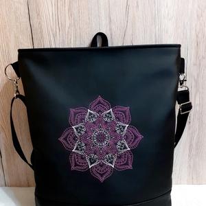 3 pántos táska/hátizsák, lilás színű mandala mintával, Táska & Tok, Variálható táska, Hímzés, Varrás, Fekete textilbőrből készült táska, lila színű mandala mintával hímezve (16 cm-es), mely oldalt és há..., Meska