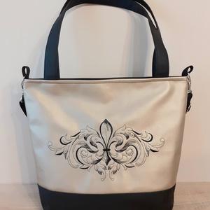 Barokk mintás táska, Táska & Tok, Variálható táska, Hímzés, Varrás, Ezt a csodaszép táskát fekete és arany színű textilbőrből készítettem. Elejét fekete színű barokk mi..., Meska
