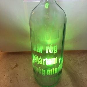 """Vicces feliratozott pálinkás üveg, Otthon & Lakás, Konyhafelszerelés, Üveg & Kancsó, Újrahasznosított alapanyagból készült termékek, Újrahasznosított borosüveg, pálinka tárolására vicces felirattal:\n \""""Az iskolát már rég kijártam de m..., Meska"""