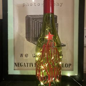 Utolsó pillanatos karácsonyi ajándék borospalack hangulatlámpa , Otthon & Lakás, Lámpa, Hangulatlámpa, Újrahasznosított alapanyagból készült termékek, Fotó, grafika, rajz, illusztráció, Újrahasznosított borospalack,\nA minta saját tervezésű, vágott grafika Mactac tartós beltéri vinyl fó..., Meska