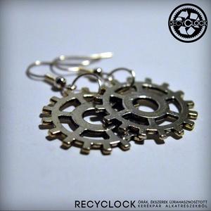 recyclock  ERR-006 bringás fülbevaló, Lógós kerek fülbevaló, Fülbevaló, Ékszer, Újrahasznosított alapanyagból készült termékek, Ötvös, bringás fülbevaló\n\nA fülbevaló átmérője 25mm\nakasztója nikkelmentes.\n\nmég több recyclock fülbevaló:\n..., Meska