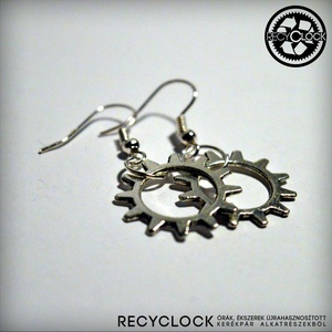 recyclock  ERR-008 bringás fülbevaló, Lógó fülbevaló, Fülbevaló, Ékszer, Újrahasznosított alapanyagból készült termékek, Ötvös, bringás fülbevaló\n\nA fülbevaló átmérője 25mm\nakasztója nikkelmentes.\n\nmég több recyclock fülbevaló:\n..., Meska