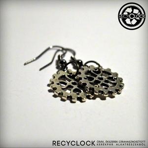 recyclock  ERR-009 bringás fülbevaló, Lógós kerek fülbevaló, Fülbevaló, Ékszer, Újrahasznosított alapanyagból készült termékek, Ötvös, bringás fülbevaló\n\nA fülbevaló átmérője 25mm\nakasztója nikkelmentes.\n\nmég több recyclock fülbevaló:\n..., Meska