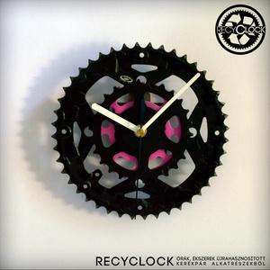 recyclock CWB-074- falióra újrahasznosított kerékpár alkatrészből, Falióra & óra, Dekoráció, Otthon & Lakás, Újrahasznosított alapanyagból készült termékek, Ötvös, Egyedi, kerékpár alkatrészekből készített falióra. \nA CWB sorozat órái elsősorban a kerékpárok lánct..., Meska