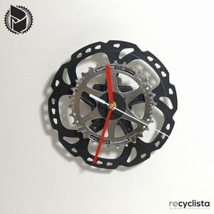 recyclock DSC-085- falióra újrahasznosított kerékpár alkatrészből, Otthon & Lakás, Dekoráció, Falióra & óra, Újrahasznosított alapanyagból készült termékek, Ötvös, Egyedi, kerékpár alkatrészekből készített falióra. \nA DSC sorozat órái elsősorban a kerékpárok féktá..., Meska
