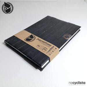 A5 Pontozott (bullett) jegyzetfüzet - használt kerékpárbelső borítással, Otthon & Lakás, Papír írószer, Jegyzetfüzet & Napló, Újrahasznosított alapanyagból készült termékek, Pontozott (bullett) jegyzetfüzet használt kerékpárbelső borítással\nméret: A5 (148×210 mm)\n\nA naptár ..., Meska
