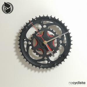 recyclock CWB-071- falióra újrahasznosított kerékpár alkatrészből, Otthon & Lakás, Dekoráció, Falióra & óra, Újrahasznosított alapanyagból készült termékek, Ötvös, Egyedi, kerékpár alkatrészekből készített falióra. \nA CWB sorozat órái elsősorban a kerékpárok lánct..., Meska