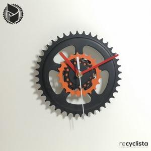 recyclock CWB-090- falióra újrahasznosított kerékpár alkatrészből, Otthon & Lakás, Dekoráció, Falióra & óra, Újrahasznosított alapanyagból készült termékek, Ötvös, Egyedi, kerékpár alkatrészekből készített falióra. \nA CWB sorozat órái elsősorban a kerékpárok lánct..., Meska