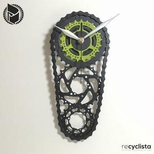 recyclock CS3-058- falióra újrahasznosított kerékpár alkatrészből, Otthon & Lakás, Dekoráció, Falióra & óra, Újrahasznosított alapanyagból készült termékek, Ötvös, Egyedi, kerékpár alkatrészekből készített falióra. \nA CS3 sorozat órái elsősorban a kerékpárok  háts..., Meska