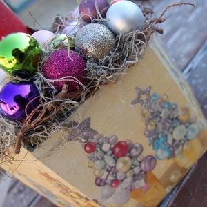 Színes asztaldísz karácsonyi gömbökkel. :-) - karácsony - karácsonyi lakásdekoráció - Meska.hu