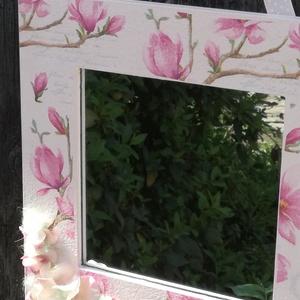 Fali tükör, magnóliákkal és hortenziával. :-), Otthon & Lakás, Dekoráció, Tükör, Decoupage, transzfer és szalvétatechnika, Festett tárgyak, Fali tükör, mely pasztell, nőies mintájával egyedi dekorációja lehet otthonodnak. :-)\nA fa keretet f..., Meska