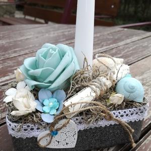 Romantikus asztaldísz, gyertyafényes estékhez.... :-), Dekoráció, Otthon & lakás, Lakberendezés, Asztaldísz, Esküvő, Esküvői dekoráció, Virágkötés, Kis méretű, átalakított dobozból készült asztaldísz. :-)\nHabrózsával, papírvirágokkal, csigaházakkal..., Meska