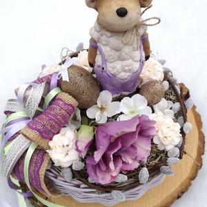 Húsvéti kosár, báránykával. :-), Játék & Gyerek, Virágkötés, Egyedi asztaldísz festett kosárból, natúr színekkel. \nKerámia báránykát ültettem selyemvirágok, húsv..., Meska