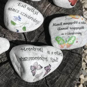 Kövek, motivációs szöveggel, transzfer-technikával.  :-), Kavics & Kő, Dekoráció, Otthon & Lakás, Decoupage, transzfer és szalvétatechnika, A kavicsokra egy-egy gondolatot írtam és pici  mintákkal egészítettem ki őket. \nA termékeimen lévő f..., Meska